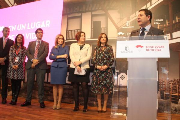 5. CLM en Fitur17. presi de CLM y de la Dip Ciudad Real, la consejera de Econ, el de Agric,delegada de la JCCM en Ciudad Real y la DG de T.